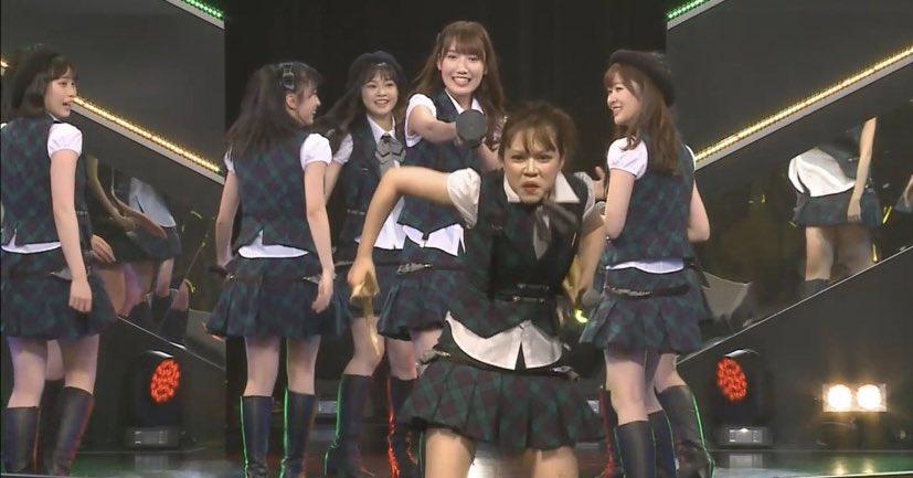村重です。本日の公演で卒業発表させて頂きました。、、、、、、え!?みんな泣いてなくてびっくりしたんですけど!!!!!?????バカ泣きしてよ!?!?泣き過ぎて立ち上がれない子出てくるかなと思ってたらみんな立派に立ってんのなんで!?#村重大爆笑をありがとう#HKTの宝