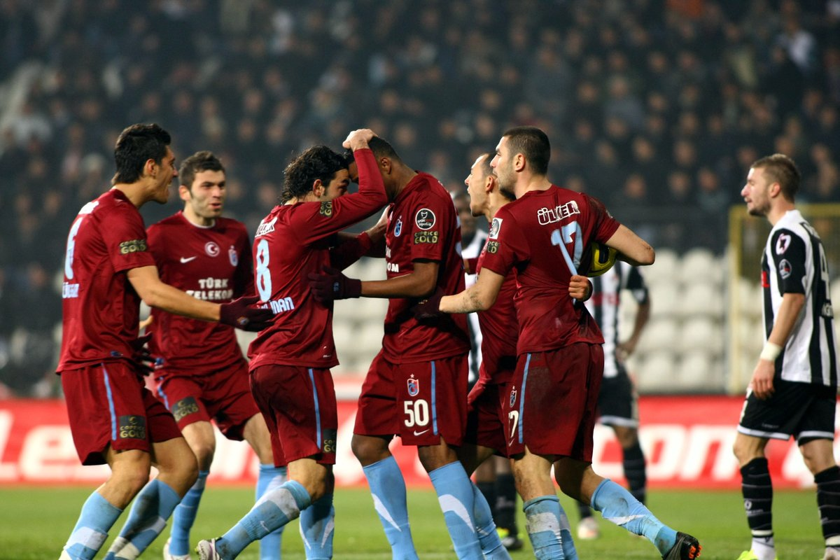 Selçuk İnan: 'Bir röportajımda 'Ben Trabzonspor'da mutluyum. Burada kalmak istiyorum' demiştim ama o sene için demiştim. O açıklamamı kestiler, 'Kalacağım dedi, gitti' diye haber yaptılar. Ben, Şenol Güneş'e 3 yıl sonunda Trabzonspor'dan ayrılacağımı her seferinde söylemiştim.'