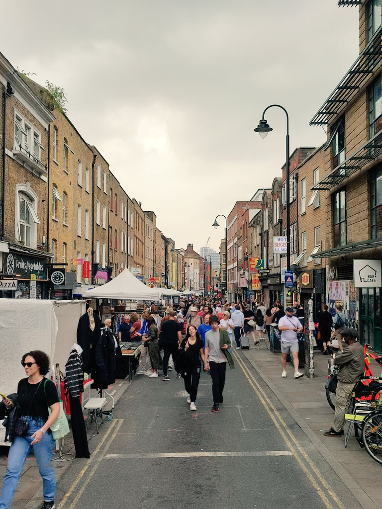 RT @BethnalCleen: Brick lane booming without traffic. https://t.co/wPBgS1Tj2q