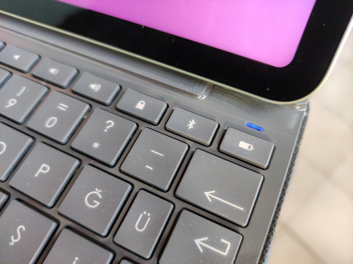 Müthiş marangozluk yeteneğim sayesinde iPad 6 uyumlu @logitech Slim Folio'yu iPad Air 4 uyumlu hâle getirdim :)