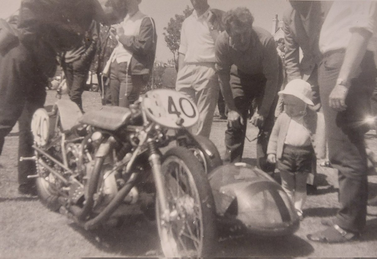 Another from me bundle of private pics and what a photo😍 I could ask so many questions but will never get a answer... but would love to know who the little one is and did the bonnet change for a lid🏍🏁 Any info on the chair year would be great also😉👍 #sidecars