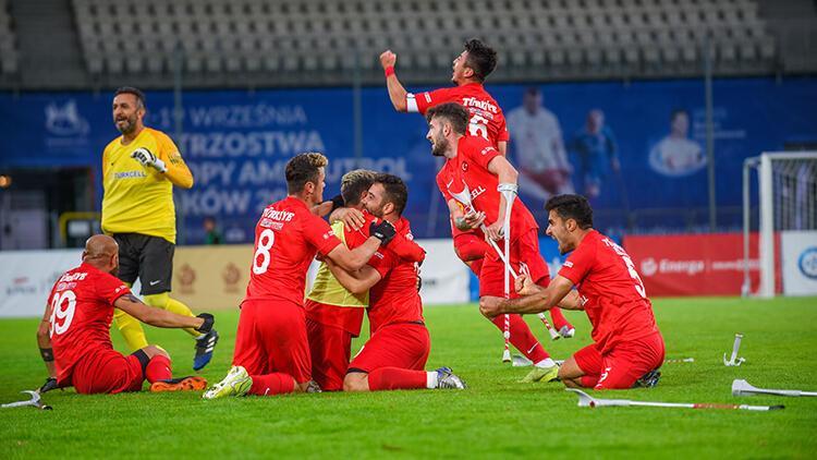 AMPUTE FUTBOL MİLLİ TAKIMIMIZ BİR KEZ DAHA AVRUPA ŞAMPİYONU! 🇹🇷❤ 2017 yılında İstanbul'da şampiyonluğa ulaşan millilerimiz bu sefer de Krakow'da ezici bir üstünlükle turnuvayı 36 gol atıp sadece 2 gol yiyerek tamamladı ve kupa bizim 🏆 Artık hedef belli Dünya Şampiyonluğu...