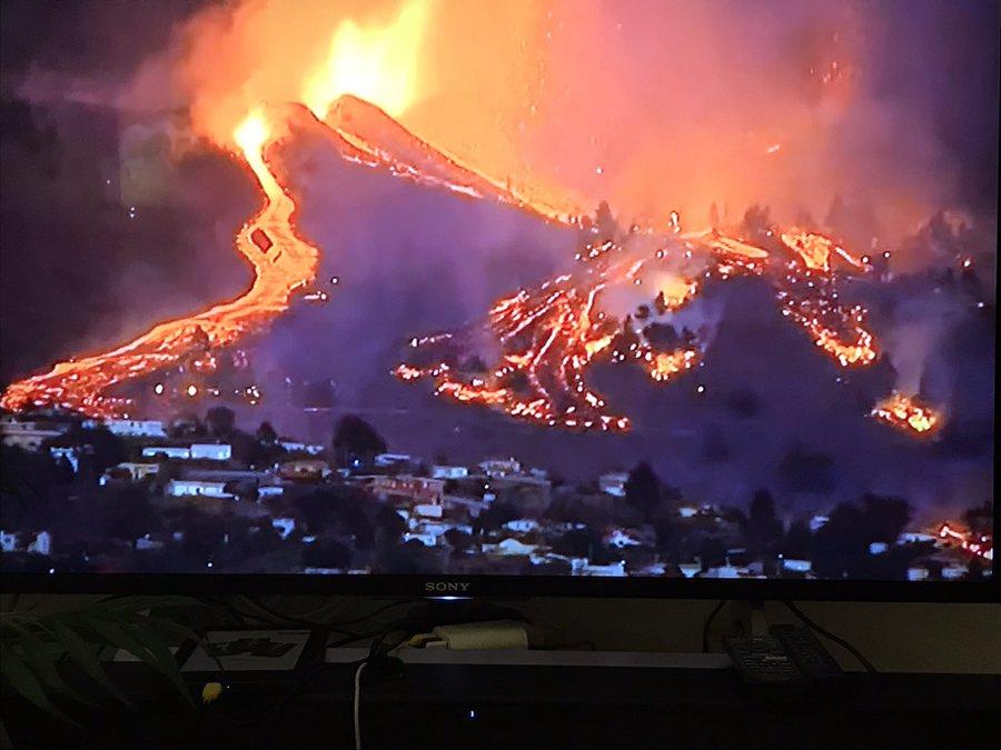 Live aus La Palma:  Ein Vulkanausbruch an der Cumbre Vieja de La Palma in der Gegend von Las Manchas,