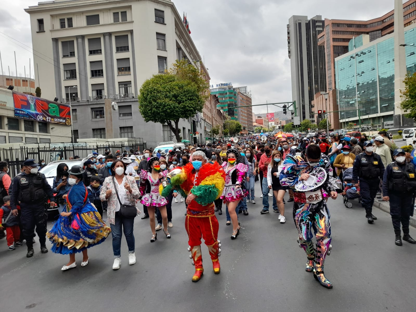 """Iván Arias Durán (NEGRO) على تويتر: """"Así como el tango es argentino, el  Caporalazo busca decirle al mundo que el caporal es paceño, pero ante todo  boliviano, por eso hay que bailar"""