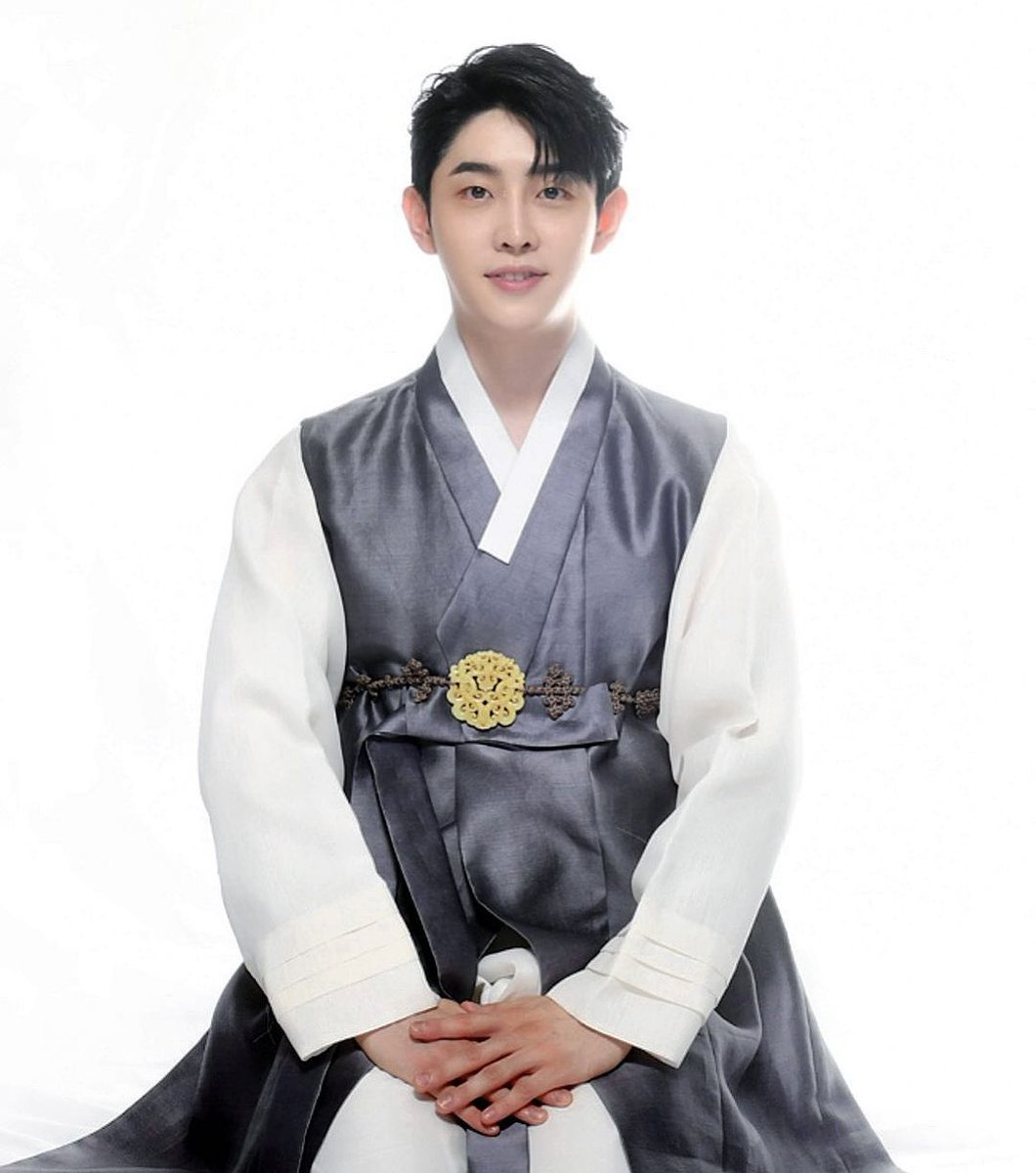 210919~ #Hyunho Instagram update 🐥  'Felice Chuseok Day'   #moneymoneymoney #ParkHyunho #돈돈돈  #박현호