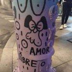 Image for the Tweet beginning: Varios farois decorados pola artista