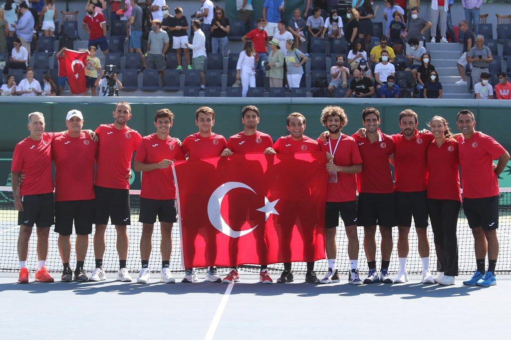 Tebrikler Milli Takım! 🇹🇷 #DavisCup World Group II serisini 3-0 kazanan raketlerimiz, Davis Cup World Group I play-offlarına yükseldi. 💚🎾