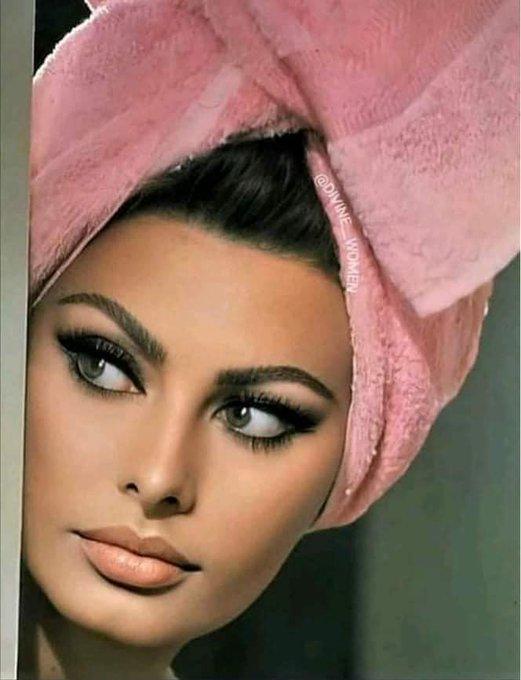 Happy Birthday lovely Sophia Loren      87 today!!
