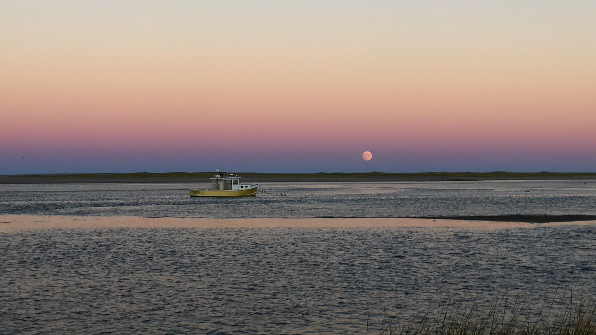 Some beautiful lighting for the nearly full Harvest Moon at Nauset Break Sunday night. #Eastham @capecodweather @ericfisher @StormHour