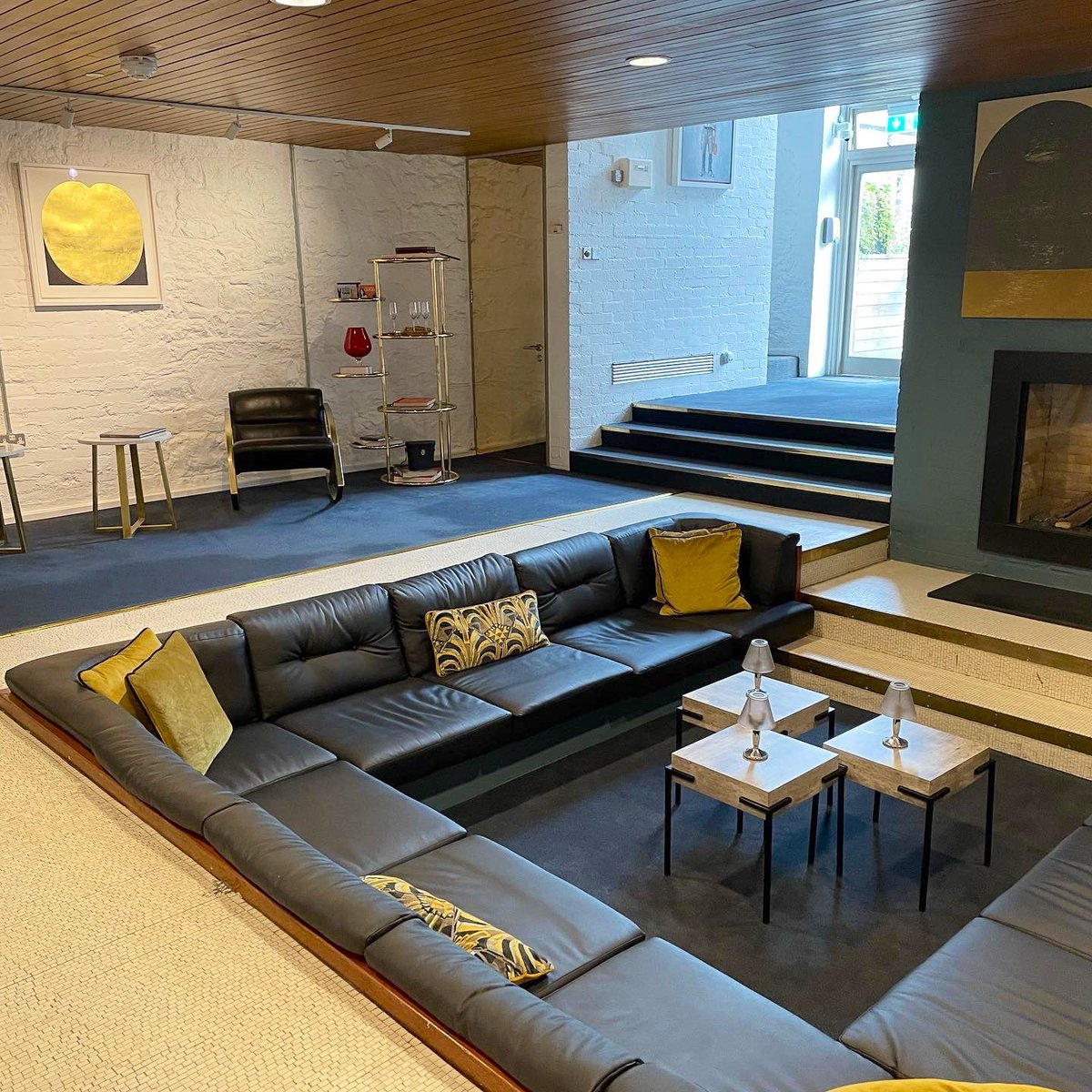 Stayed at a hotel in Dublin with a real life sunken lounge/conversation pit in the lobby 😍😍