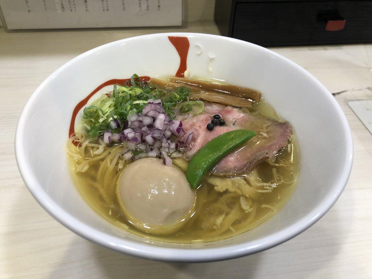 横浜ラスト飯😋連番相手のベイファンが教えてくれた味玉塩ラーメンがめちゃくちゃ美味しかった🍜やっぱ横浜中華素晴らしい😊