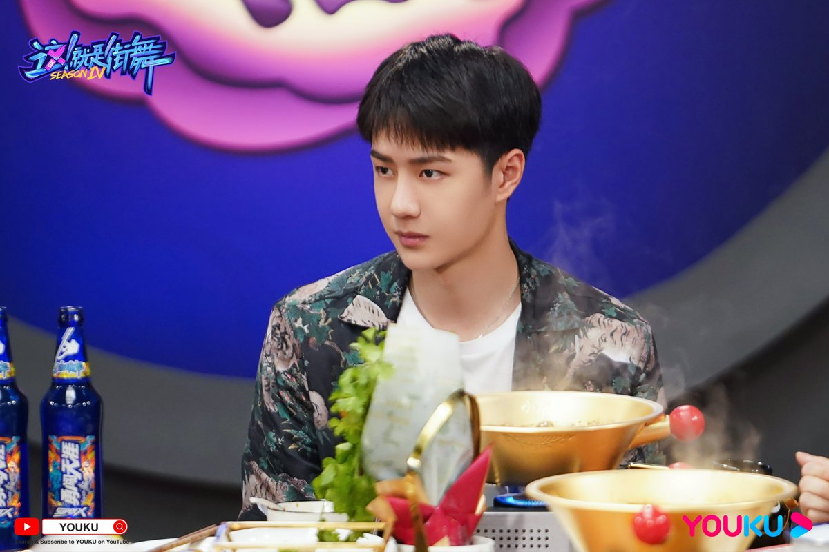 #StreetDanceofChinaS4 #LetsChatS2 The Cool Panther has fixed his gaze on the yummy food! Tonight at 8 PM (UTC+8), come to watch Let's Chat S2 on YOUKU YouTube! Captain #WangYiBo will show us new card tricks!  #YOUKU #优酷