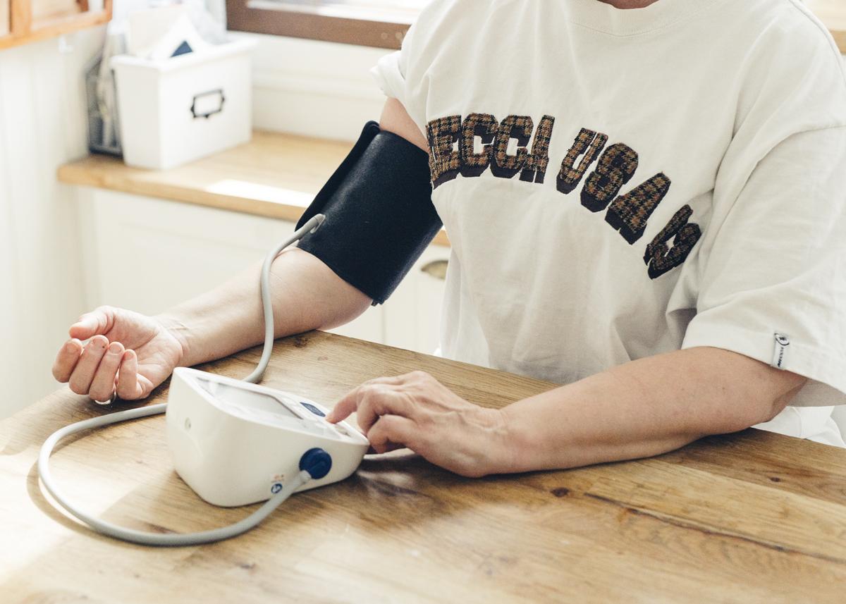 Sydänliitto haluaa auttaa kohonneen verenpaineen hoitamisessa. Työtä varten tarvitsemme myös sinun apuasi. Vastaa kyselyyn pe 1.10.2021 mennessä. ❤️ Verenpaineen kohoaminen iän myötä on hyvin tavallista, – joka toisen suomalaisen verenpaine on kohonnut. https://t.co/zBL4aF9wbq https://t.co/QxkLf5ATGf