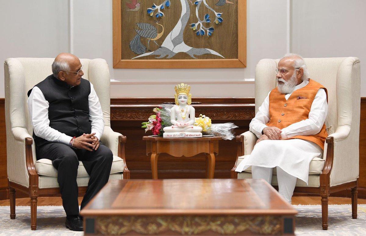 Bhupendra Patel presents book, murtis of Simandhar Swami to dignitaries in Delhi