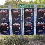 Week-end mobilisation avec @JeunesMacron32 dans le #Gers ! Opération collage #MacronPresidentDesJeunes 🤜