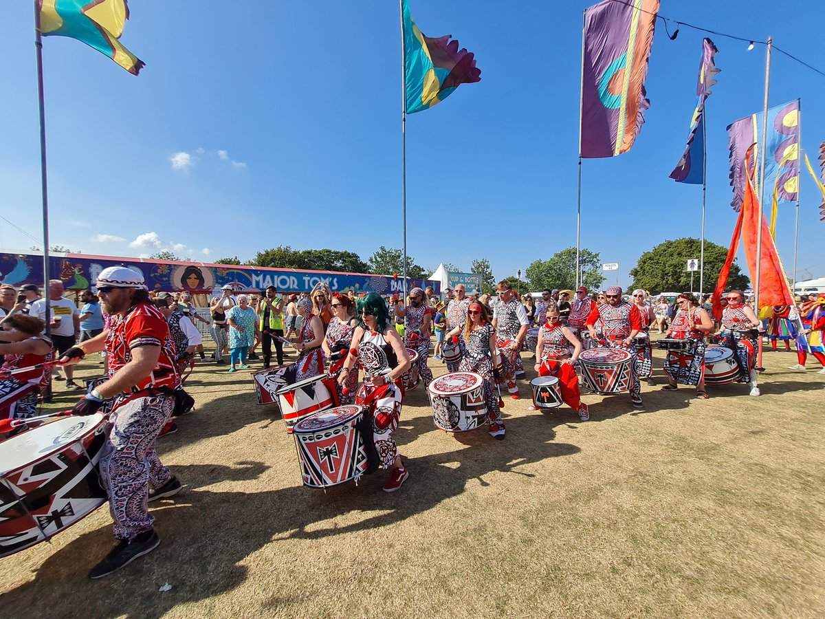 So pleased I have today off work. Looking through festival photos. What a fab weekend, amazing weather for it 💖 @IsleOfWightFest #IOW2021 #iowfestival #cinchxIOW