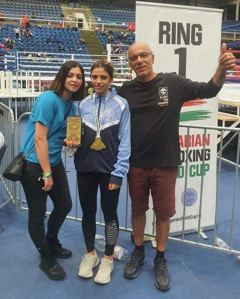 نهنئ لاعبة الكيكبوكسينغ منيا هنو من جولس بفوزها ببطولة العالم وحصدها الميدالية