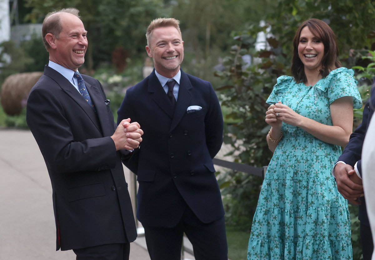 🌼Today, Members of the Royal Family attended the @The_RHS Chelsea Flower Show at @RHChelsea. The Earl and Countess of Wessex, The Princess Royal, The Duke and Duchess of Gloucester and Princess Alexandra toured the show gardens at the annual event #RHSChelsea