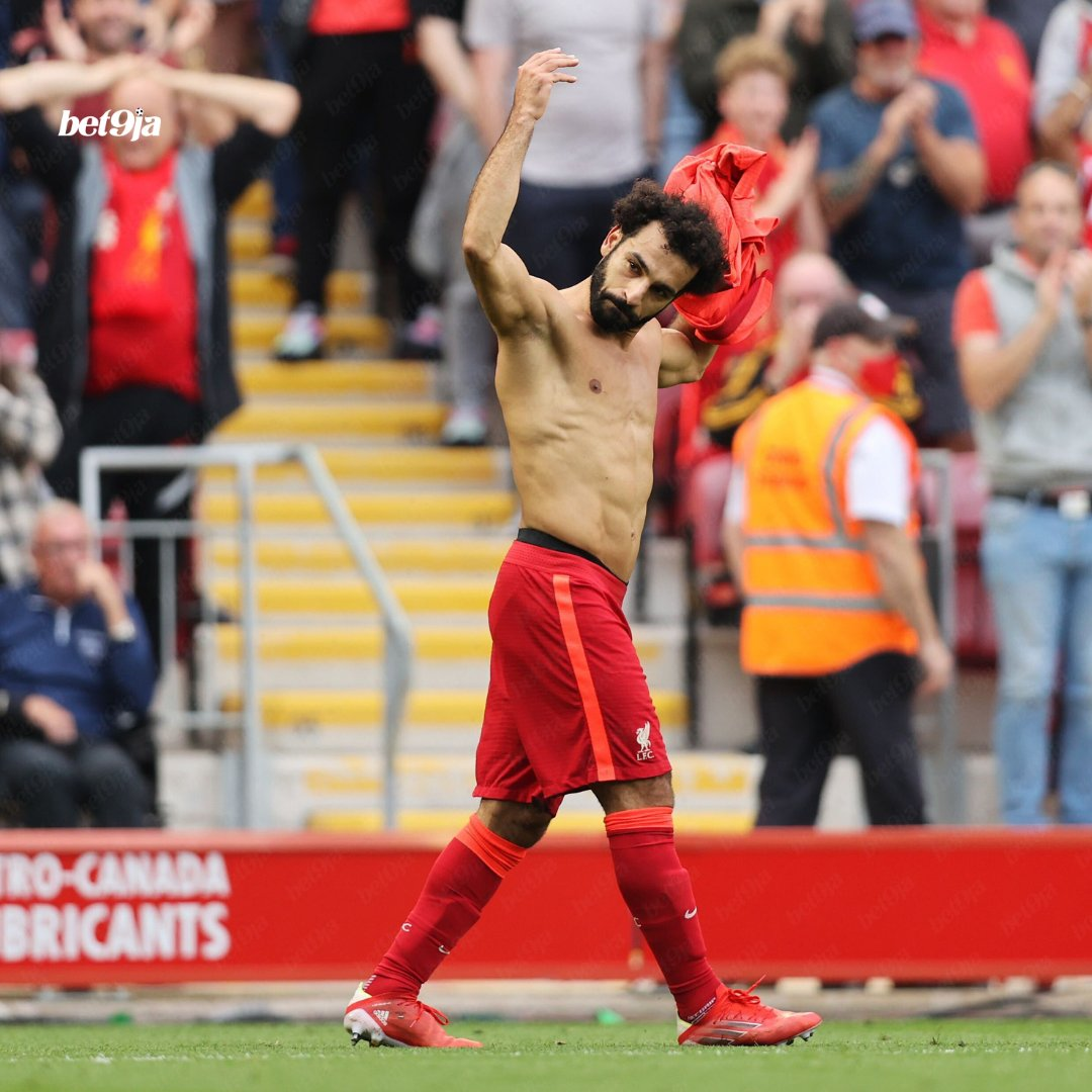 Reporter: Mo Salah has only had 3 yellow cards for Liverpool, all for talking his shirt off! Klopp: Yeah, I remember the one against Manchester United, I was close to pulling my shirt of that day too! 🤣 🤣 🤣
