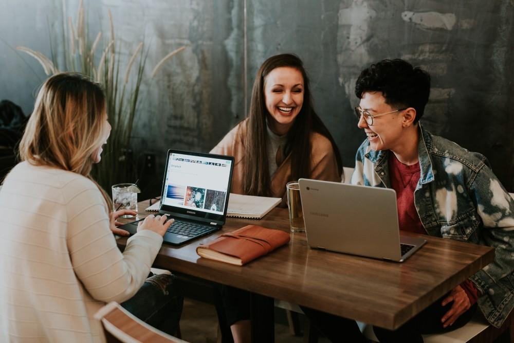 """Reminder: Am Mittwoch starten unsere öffentlichen Webinare unter dem Motto """"Boost Your Career"""" für Studis aller Hochschulen. Mit dabei: Unternehmen wie LinkedIn, die Consorsbank oder Lidl mit Insider-Tipps zu Bewerbung und Karriere https://t.co/kQNhoDUicP https://t.co/2lP9Wgbqdb"""