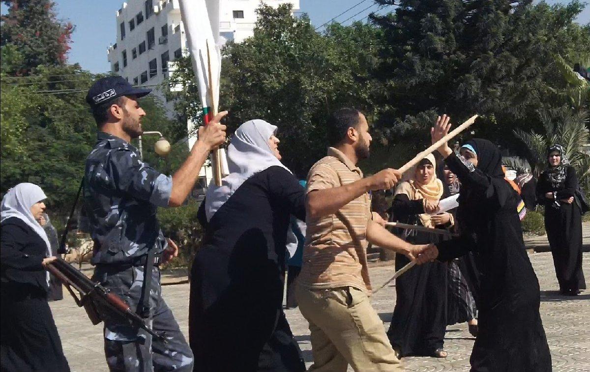 الصورة ليست لطالبان في أفغانستان، بل لعناصر حماس في غزة. …