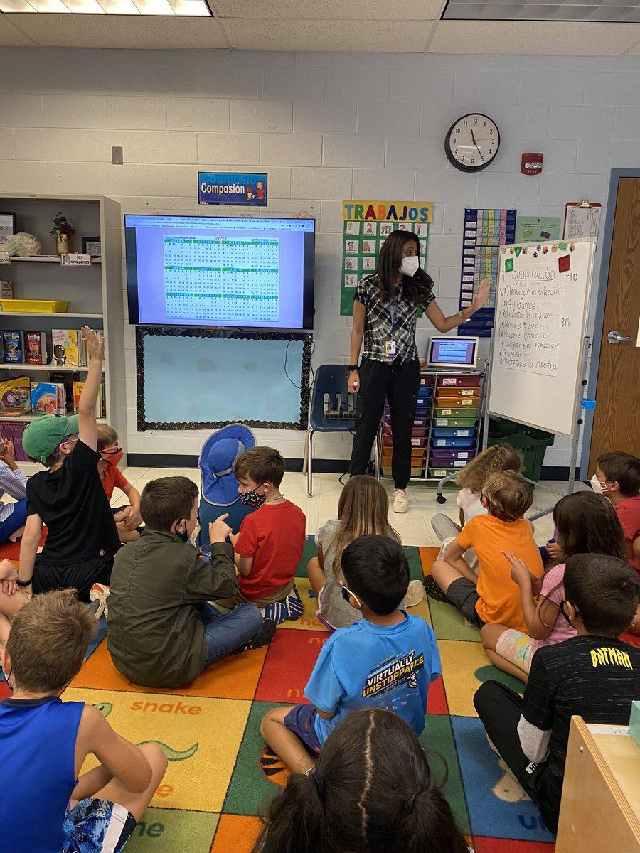 <a target='_blank' href='http://twitter.com/CIS_APS'>@CIS_APS오늘 Claremont에서 멋진 방문! 선생님들과 학생들의 모습이 너무 보기 좋습니다! https://t.co/hhs02fZdPP