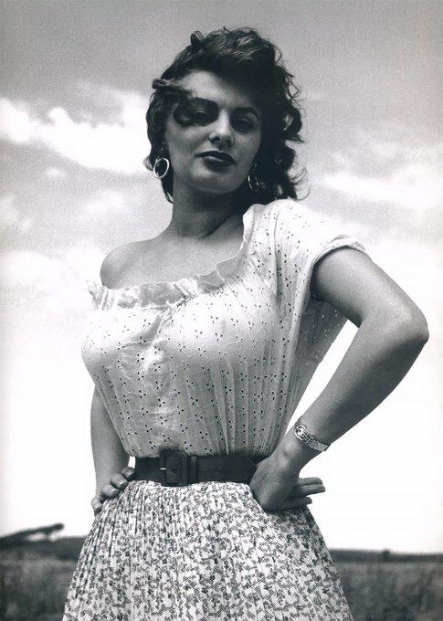 Happy Birthday to Ms. Sophia Loren   . Salute .