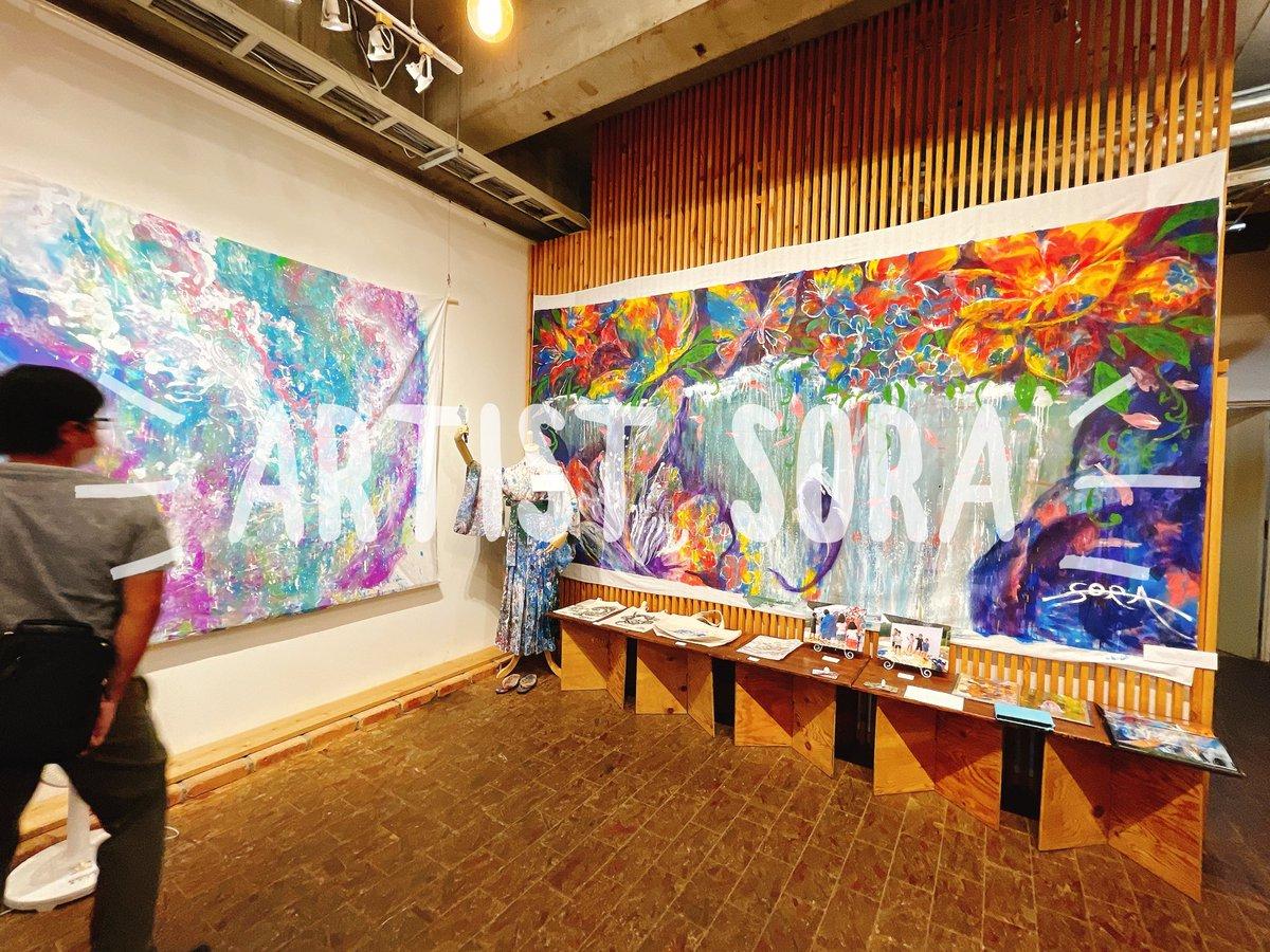 test ツイッターメディア - 先週は、イベントチームのみんなと一緒にアーティストSORAちゃん @SORA62308679 の個展にお邪魔してきました。 色に溢れた素敵な世界観🎨 普段イベントでしか会わないので、小さなサイズの繊細な作品も見れて嬉しかったです✨ 展示は25日までですよー!近隣の方は是非❣️ #富士宮 #アート #個展 https://t.co/bBDZmW97Ba
