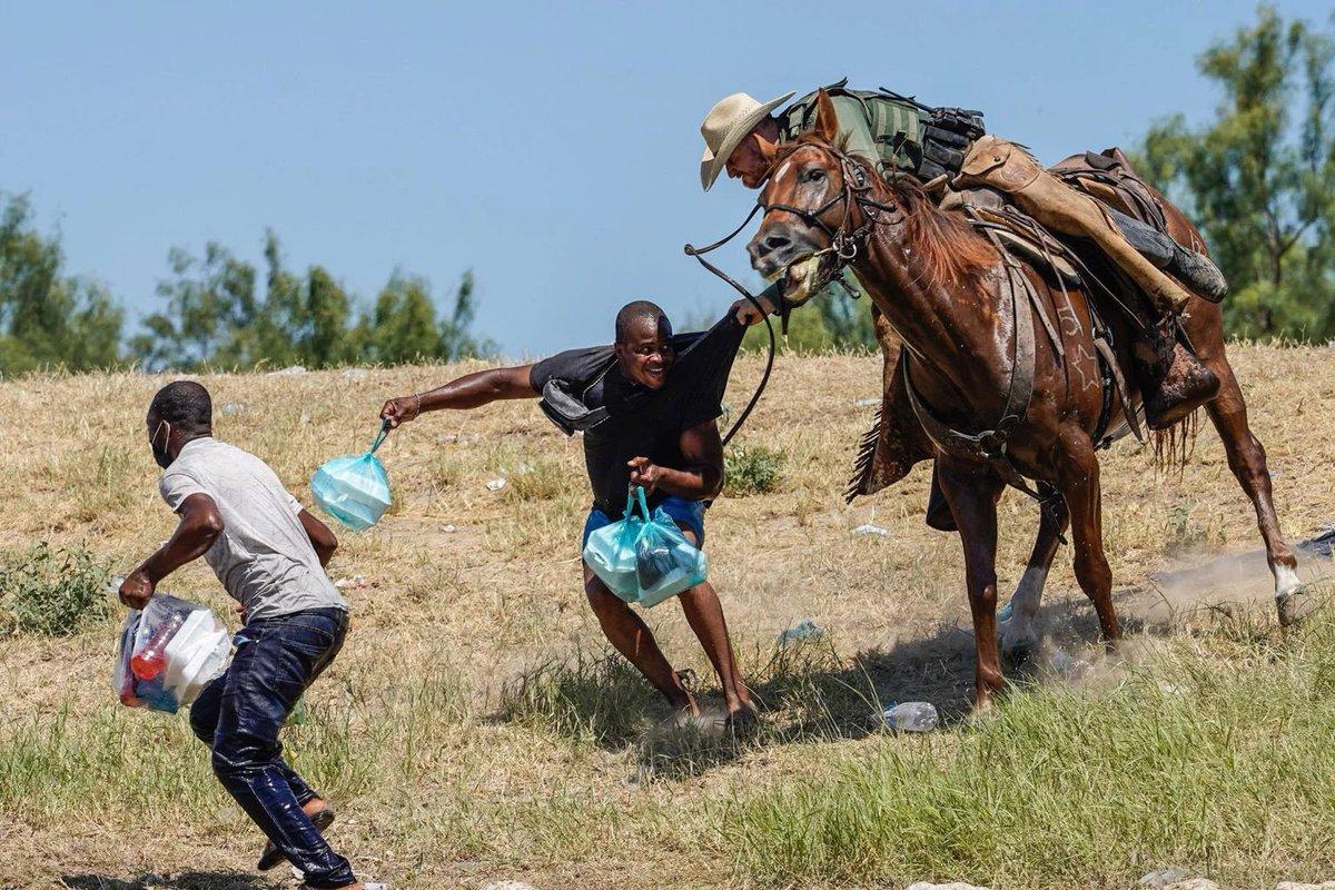 Охота на граждан демократического Гаити, пытающихся попасть в США через мексиканскую границу.