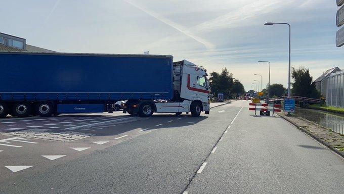 Honselersdijk Afsluiting Nieuweweg begrijpt niet iedereen. Veel verwarring onder chauffeurs. https://t.co/OaPAftc6AC