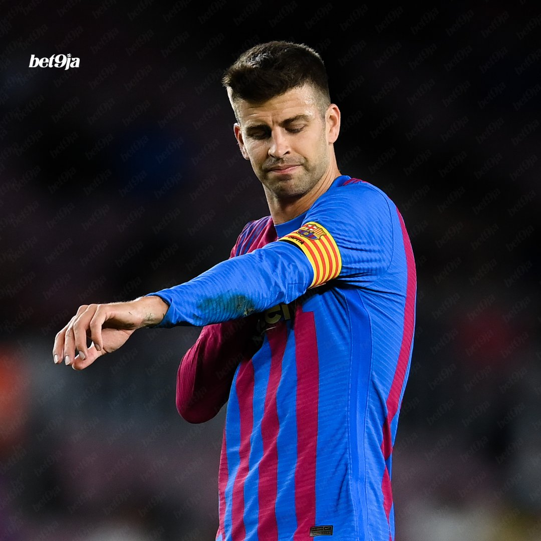 Gerard Piqué played as striker during Barcelona's 1-1 draw with Granada 😱 Just call them Stokealona now 🤣