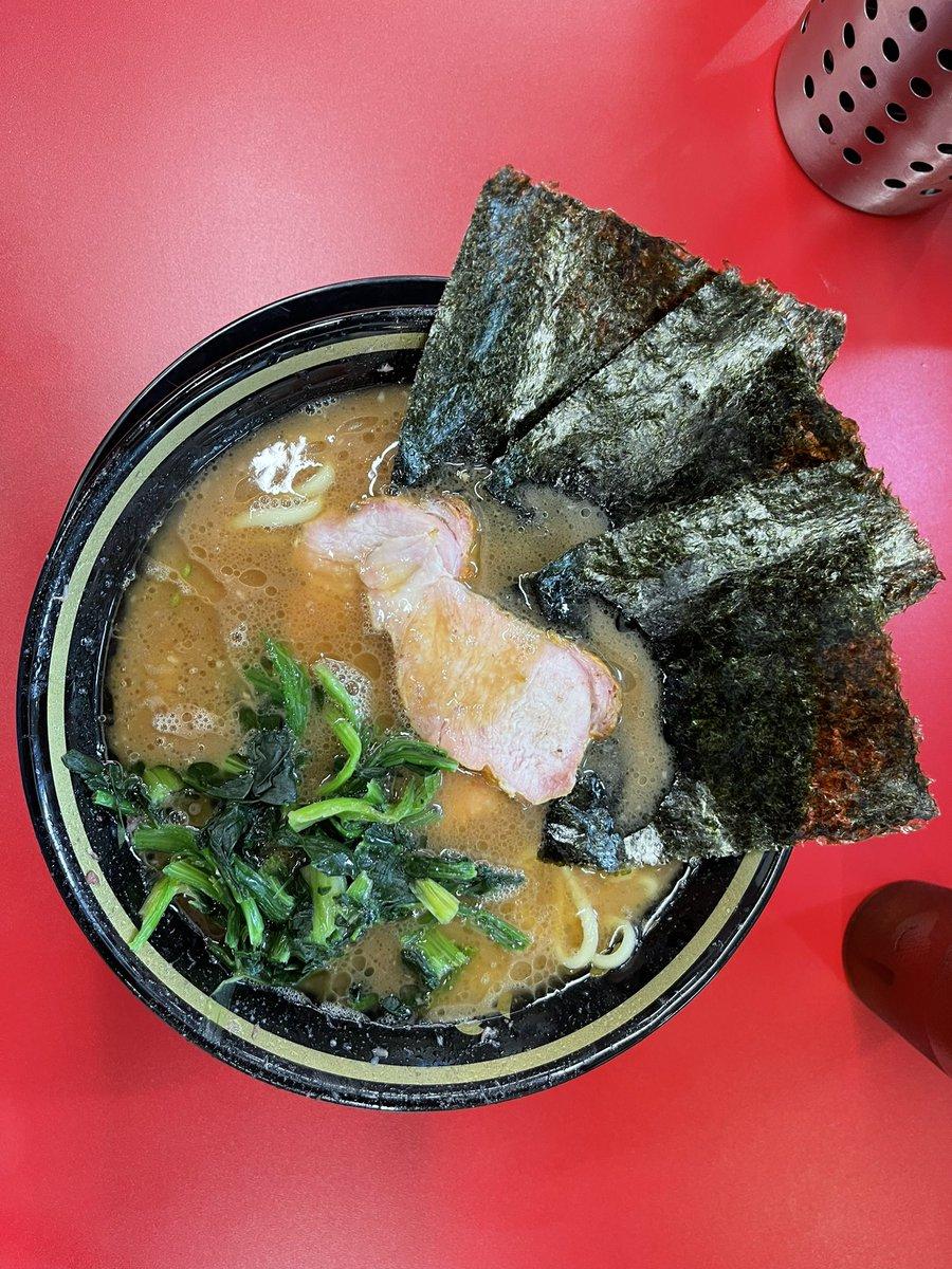 IEKEI TOKYOラーメン王道家の東京一号店ですすごく人気だしこれからも人気は続くだろうなと思います社長のキャラに賛否あるでしょうが食べたら賛になる人は多いと思います【最寄駅】末広町【食べログ】【ラーメンデータベース】