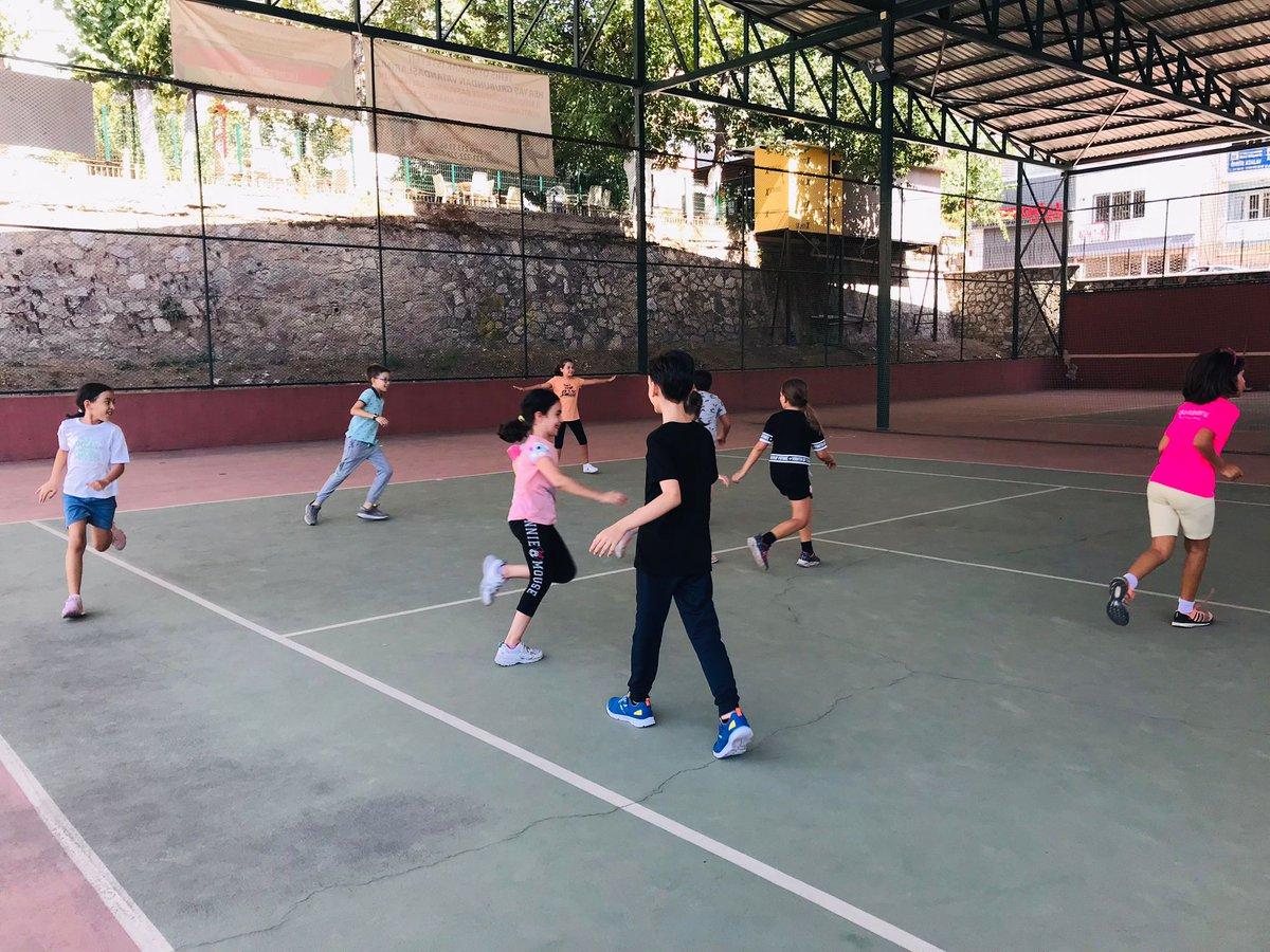Sporun her dalında başka bir heyecan var. Sen de bu heyecanı GSB Spor Okullarında yaşa 🥰  Efeler ilçemizde bulunan tenis kortumuzda, antrenörlerimizin programları doğrultusunda antrenmanlar devam ediyor.🎾 #GSBSporOkulları