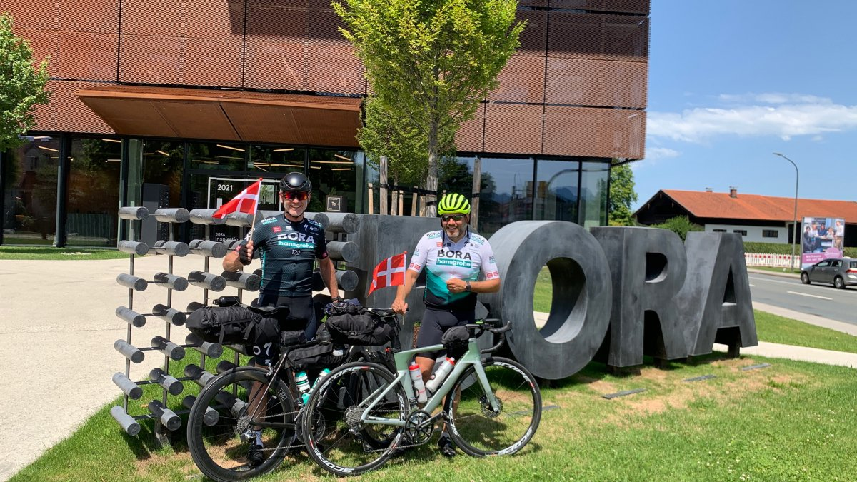 Tour de BORA 🗺 🚴♂️ 1,000 km by racing bike from Denmark to the BORA headquarters in Raubling, Germany to say 'hello'. Our BORA partner Lars Hanfgarn from Svane Køkkenet come up with such an extraordinary idea 👉 fal.cn/3inoU