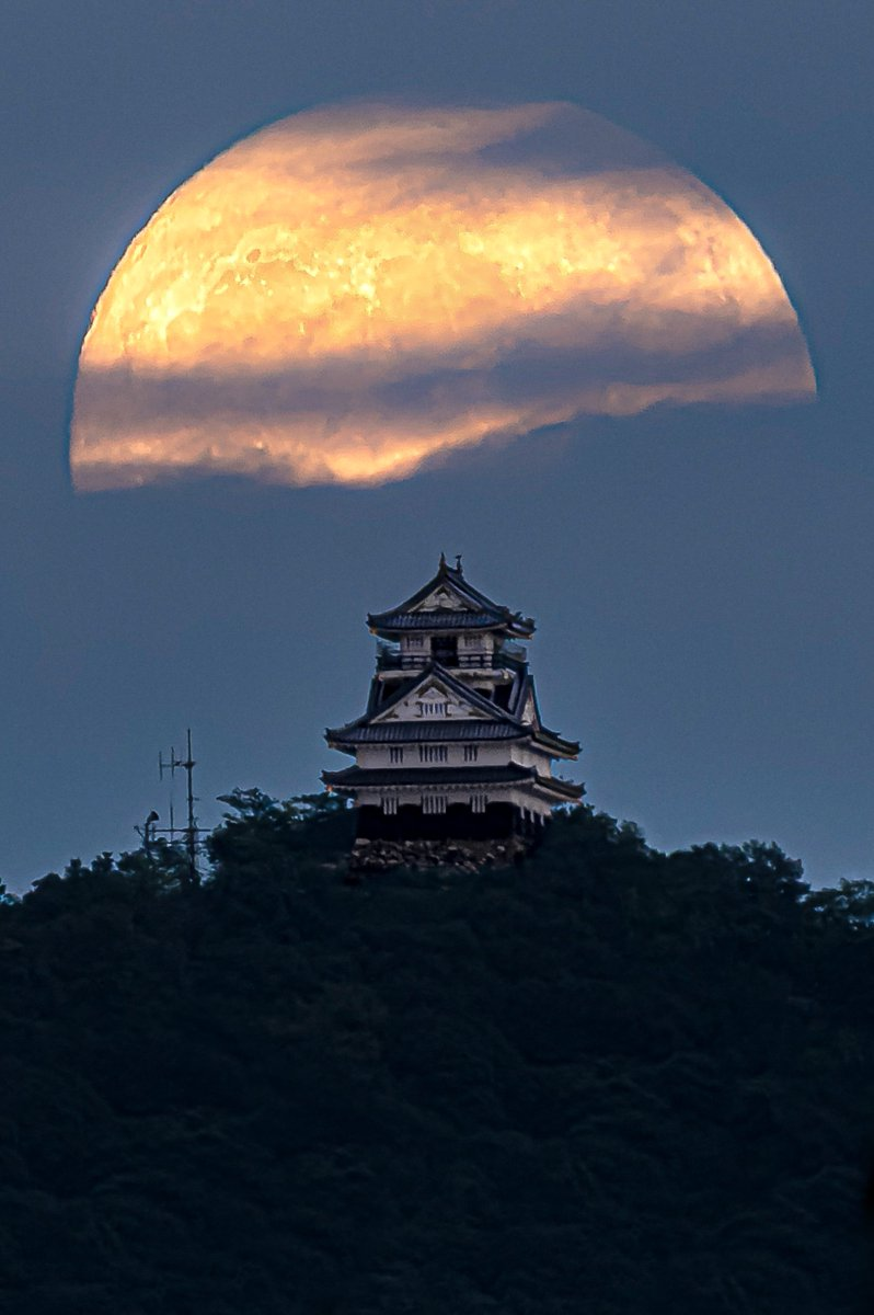 今夜は中秋の名月🌕前夜の月と岐阜城をご覧下さい