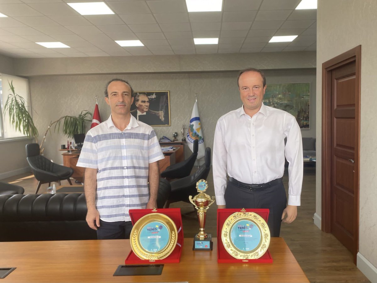 Başarılarımızla Gurur Duyuyoruz 🎾 🏆   İstanbul Büyükşehir Belediyesi'nin düzenlediği 2. Geleneksel Sağlık Çalışanları Tenis Turnuvası'nda İstanbul şampiyonu olarak bizlere bu gururu yaşatan Sağlık İşleri Müdürümüz Alparslan Yaman'ı yürekten tebrik ediyorum.