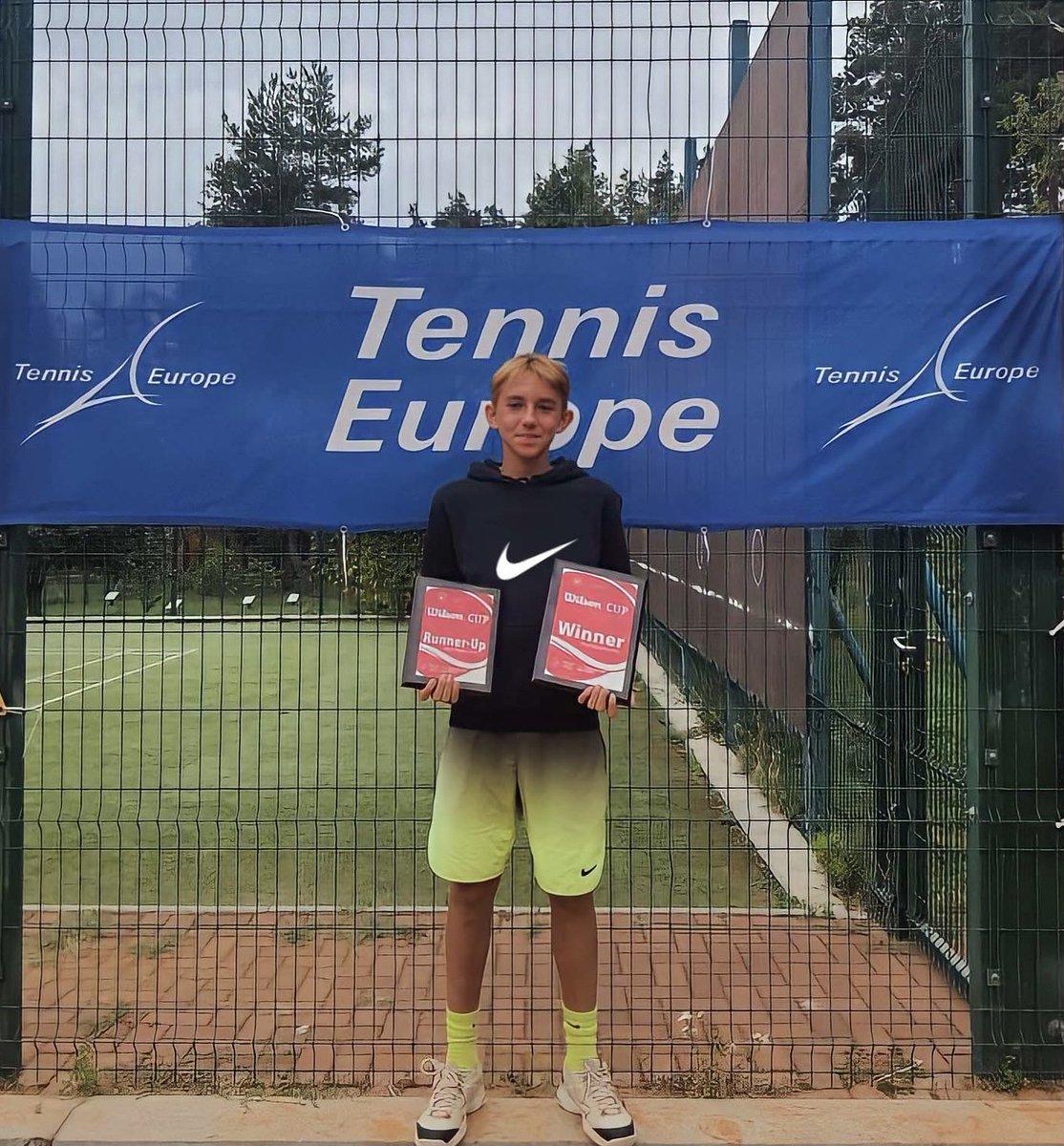 Tebrikler Mustafa Ege 👏 U12 Türkiye Milli Takım oyuncusu öğrencimiz Mustafa Ege Şık, Avrupa Tenis Birliği'nin (Tennis Europe) Ukrayna/Irpin'de düzenlediği Wilson CUP Turnuvasında Teklerde 2., Çiftlerde partneri Martin Khammond ile 1. olarak Turnuva Şampiyonu olmuştur. 🏆