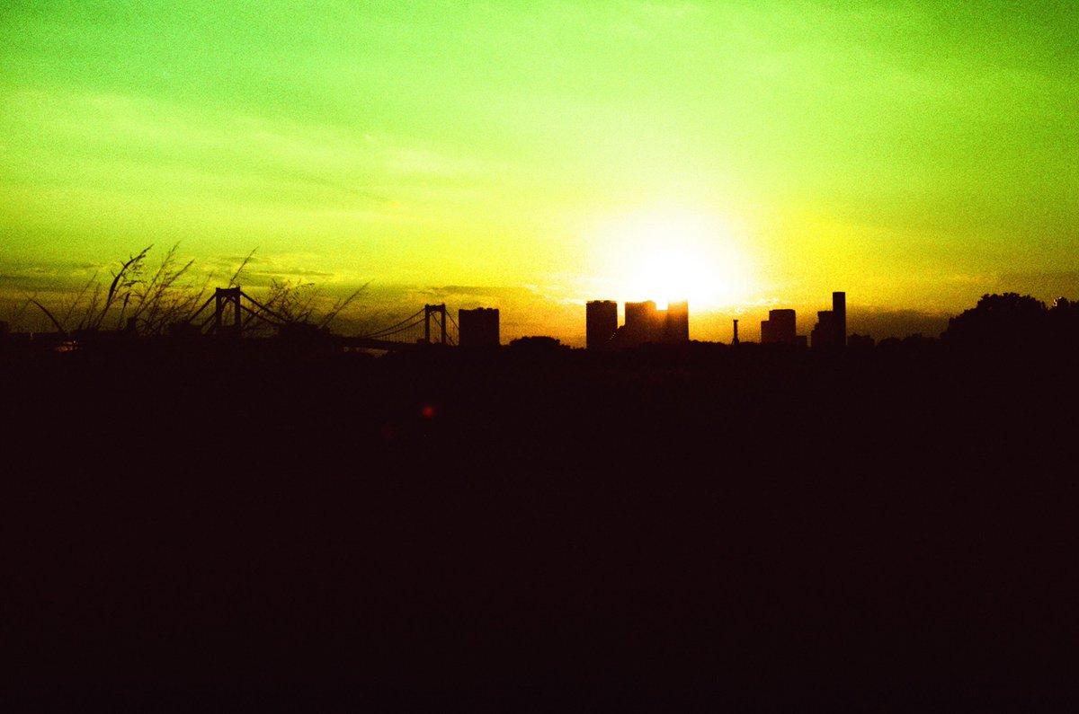 東京白夜  Nikon F2 50/1.4 FUJICHROME Velvia 50 #二十四節気 #夏至 #filmphotography #crossprocessing
