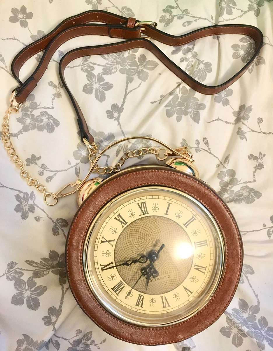 #Fashion Awesome of the Day: #Steampunk ⚙️ Re-purposed #Vintage #Bag 👜 With Clock ⏲️ via @Harlequin_Mafia #SamaFashion 👕