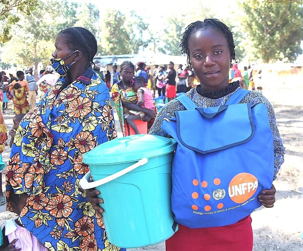 """With the dignity kit that I received from #UNFPA I will be able to improve my menstrual health and hygiene and protect myself from Covid-19."" Says Maria de Fátima, one of the beneficiaries from the humanitarian work that UNFPA has been developing in southern Angola. @UNFPA_ESARO https://t.co/mu9xRHn0de"