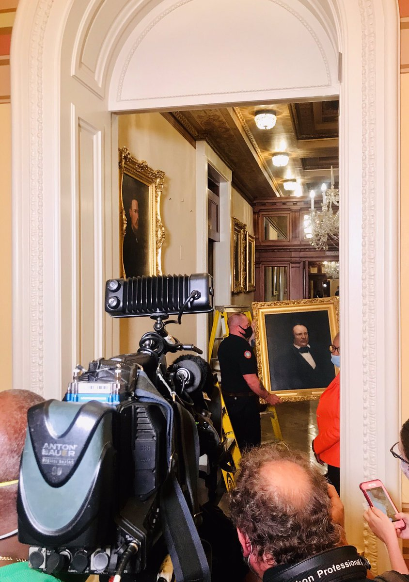 Historic: The removal of 4 portraits of Confederate speakers in the Capitol —>