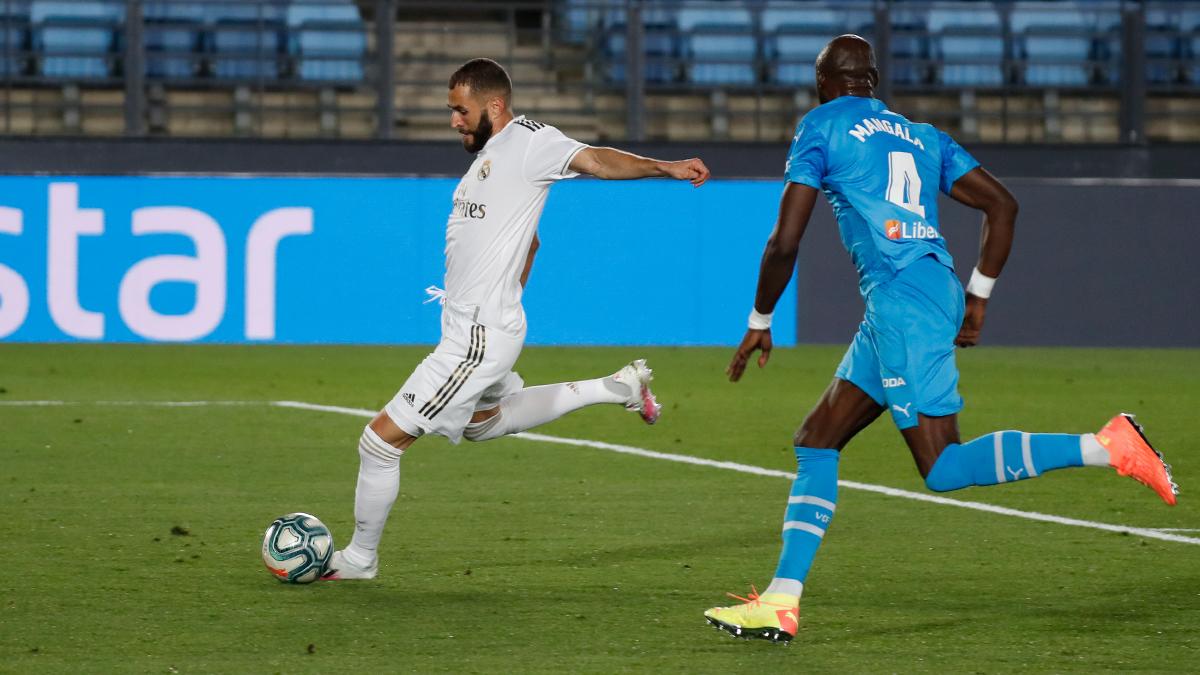 بنزيما واسينسيو يقودان ريال مدريد للفوز على فالنسيا بثلاثية نظيفة في الليغا