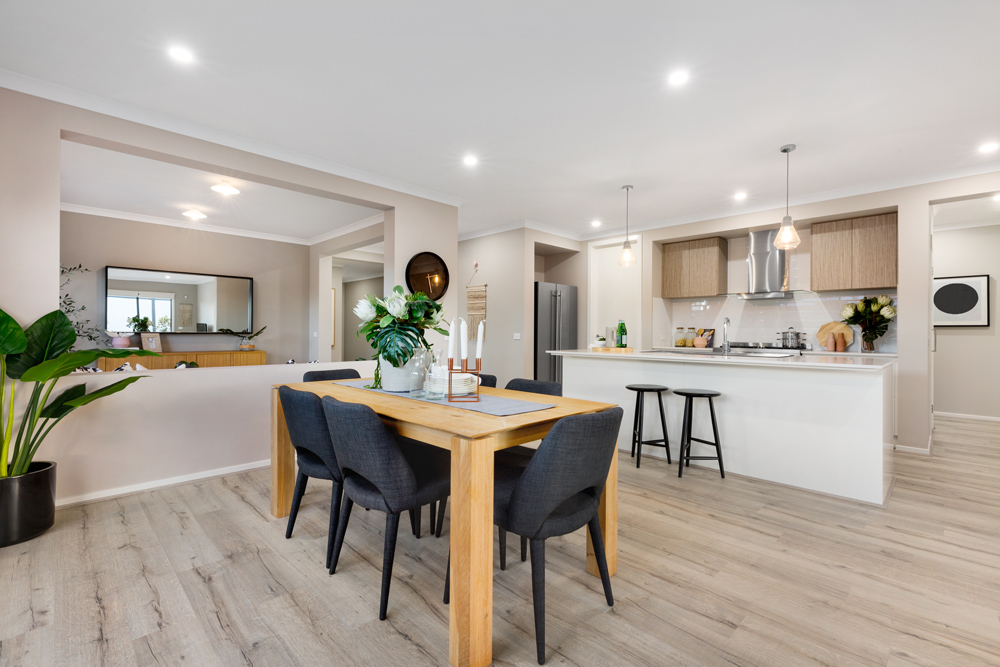 The Freedom by Metricon Tulloch 22, on display in Sale VIC, offers a sensational living, dining and family area, zoned additional bedrooms, plus the luxury of a formal sitting room. Visit today: https://t.co/mt4YO1r2OQ https://t.co/AfLv2uzUC5