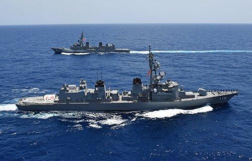 #中東派遣「#きりさめ」に交代   #中東・オマーン湾 等で #情報収集活動 に当たる #海自 の「#派遣情報収集活動水上部隊」は6月9日、1次隊から2次隊に任務を交代した。任務を終えた「#たかなみ」は、約3カ月で約7600隻の船舶を確認した。  朝雲HP https://t.co/bccq81ZoRW (2020年7月3日まで掲載) https://t.co/ytCfguMKAs