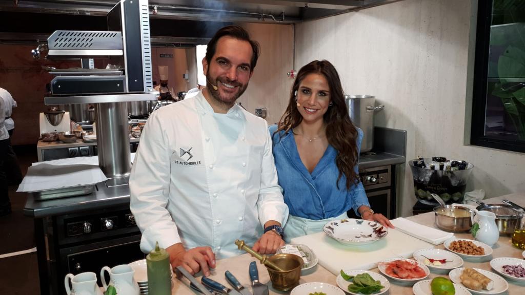 Un lujo haber disfrutado de la #cocina en directo de @MSandovalCOQUE en @CoqueMadrid junto a @lucia_villalon. ¡Gracias por compartir tu arte con nosotros, chef!   #DSexperienceMarioSandoval #DSautomobiles @DS_Official #gastronomía https://t.co/G1PakktBni