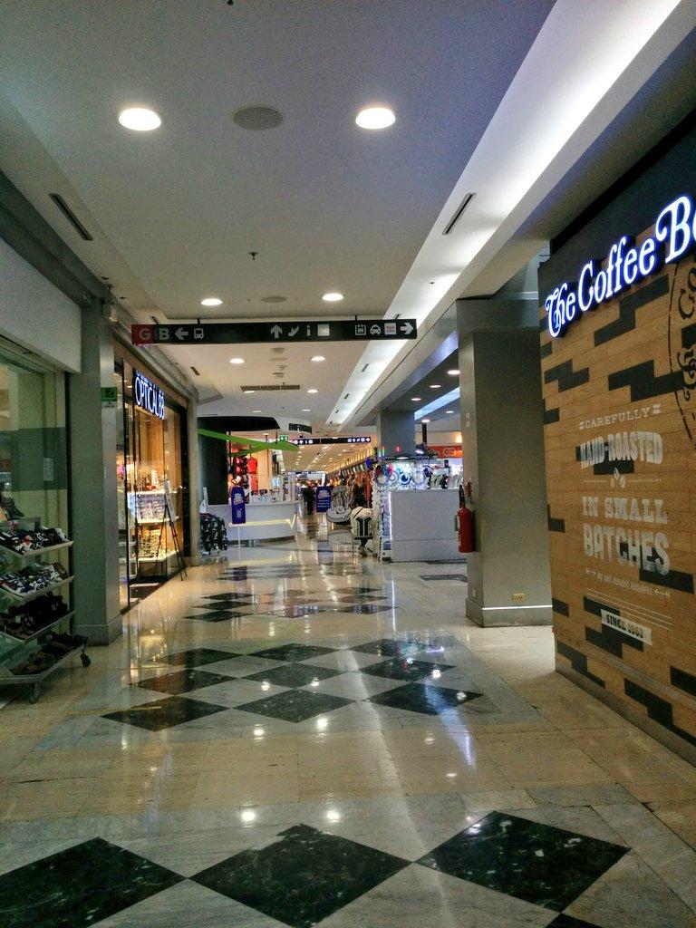 #mbkBangkok very unusual scene in very popular MBK shopping center after 3 months #Covid_19 closed down. แทบจะไม่มีคนเดินใน #MBKBangkok หลังจากปิด 3  เดือน #โควิด19 https://t.co/8p3BKTs00b