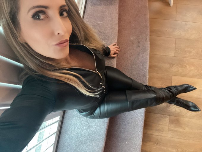 2 pic. Which do you like better? Dress or full leather? 😉😘🥰 https://t.co/oFW0EHehEp