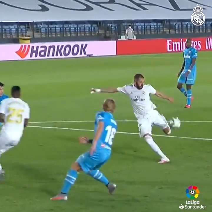 ⚽ @Benzema marcó 27 goles esta temporada... incluida esta maravilla 🆚 @ValenciaCF 💫  📎 TODOS SUS GOLES AQUÍ: https://t.co/W9StmEAfb6 #HalaMadrid https://t.co/tseYSMGPg5