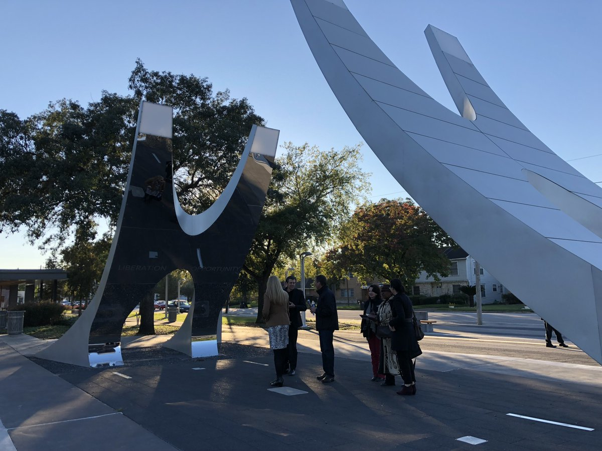 We join our fellow Houstonians in commemorating Juneteenth today. We were proud to honor Emancipation Park with our 2019 Open Space Development Award. Take a moment to learn about this amazing park's history and hear why our judges awarded the park: https://t.co/5SVjFYT6JO https://t.co/fvDnMnfzfn