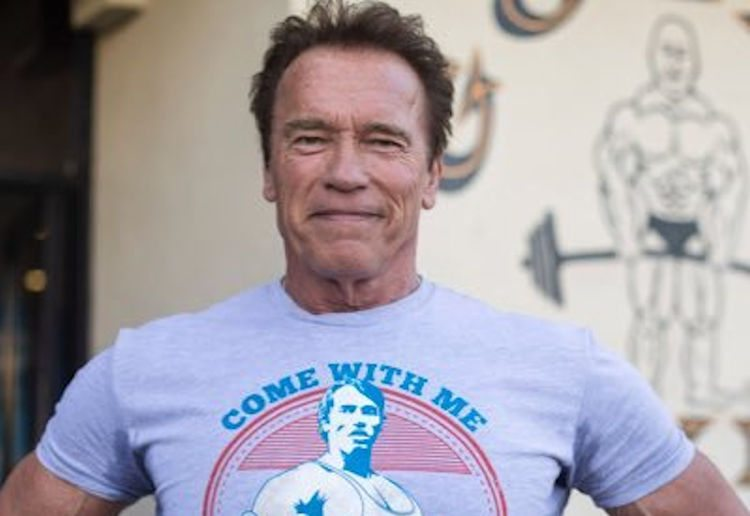"Schwarzenegger: Anyone Politicizing Mask Wearing is ""An Absolute Moron"" https://t.co/GIu0jbcOTS https://t.co/ZC2FEGH4D4"